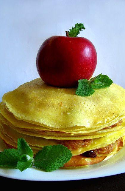Jabłkowy Torcik Naleśnikowy w Czekoladzie