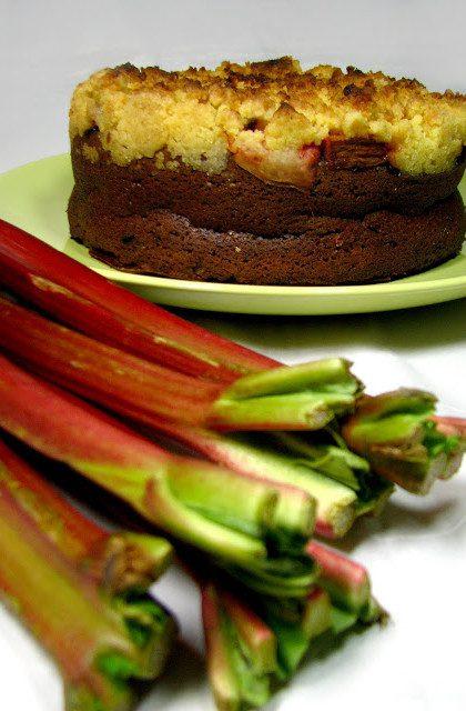 Migdałowe Ciasto z Rabarbarem i Kruszonką