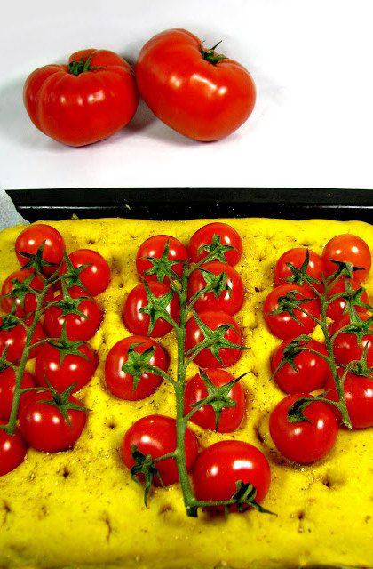 Słoneczna Focaccia z Pomidorami