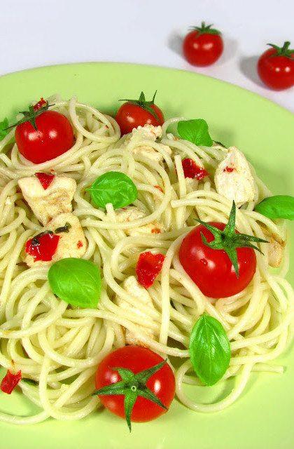 Spaghetti z Kurczakiem i Pomidorkami