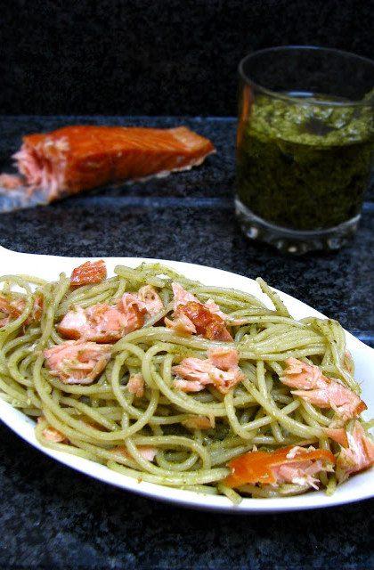 Spaghetti z Pesto i Wędzonym Łososiem