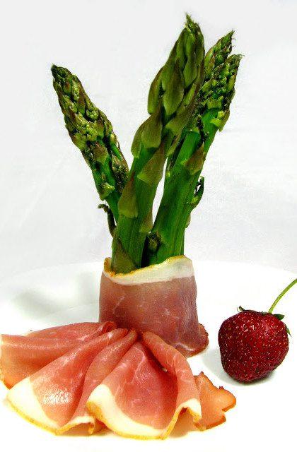 Gotowane Szparagi z Szynką