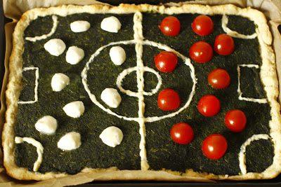 Pizza Boisko ze Szpinakiem, Pomidorkami i Mozzarellą