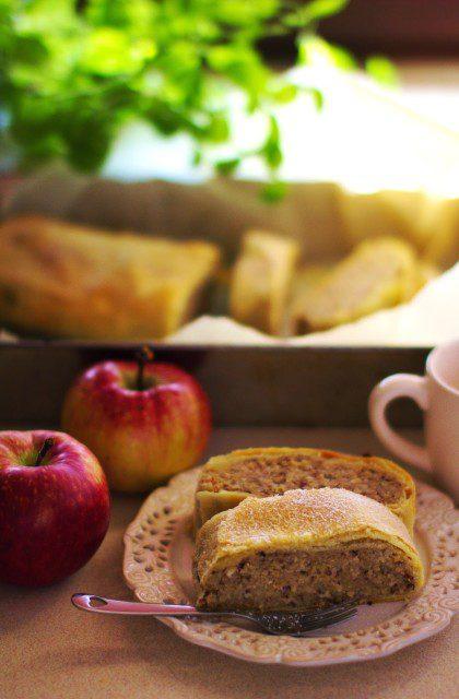 Strudel z Jabłkami i Orzechami
