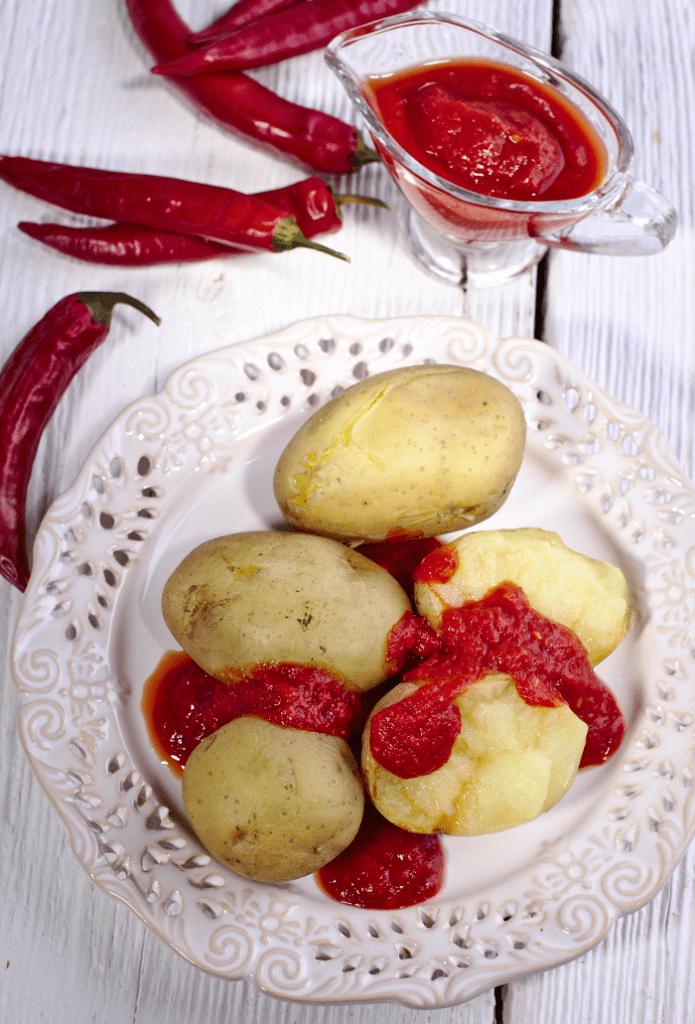Sos Mojo Rojo z Ziemniakami – Papas arrugadas con mojo rojo