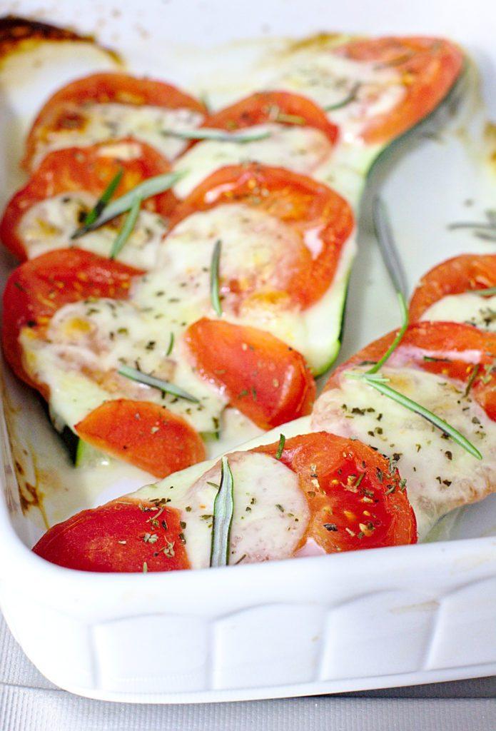 Cukinia Zapiekana z Mozzarellą i Pomidorami