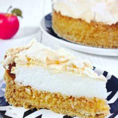 Apple pie with meringuewwwjustmydeliciouscom justmydelicious foodbfoodblog food foodstylist foodstyling foodstagramhellip