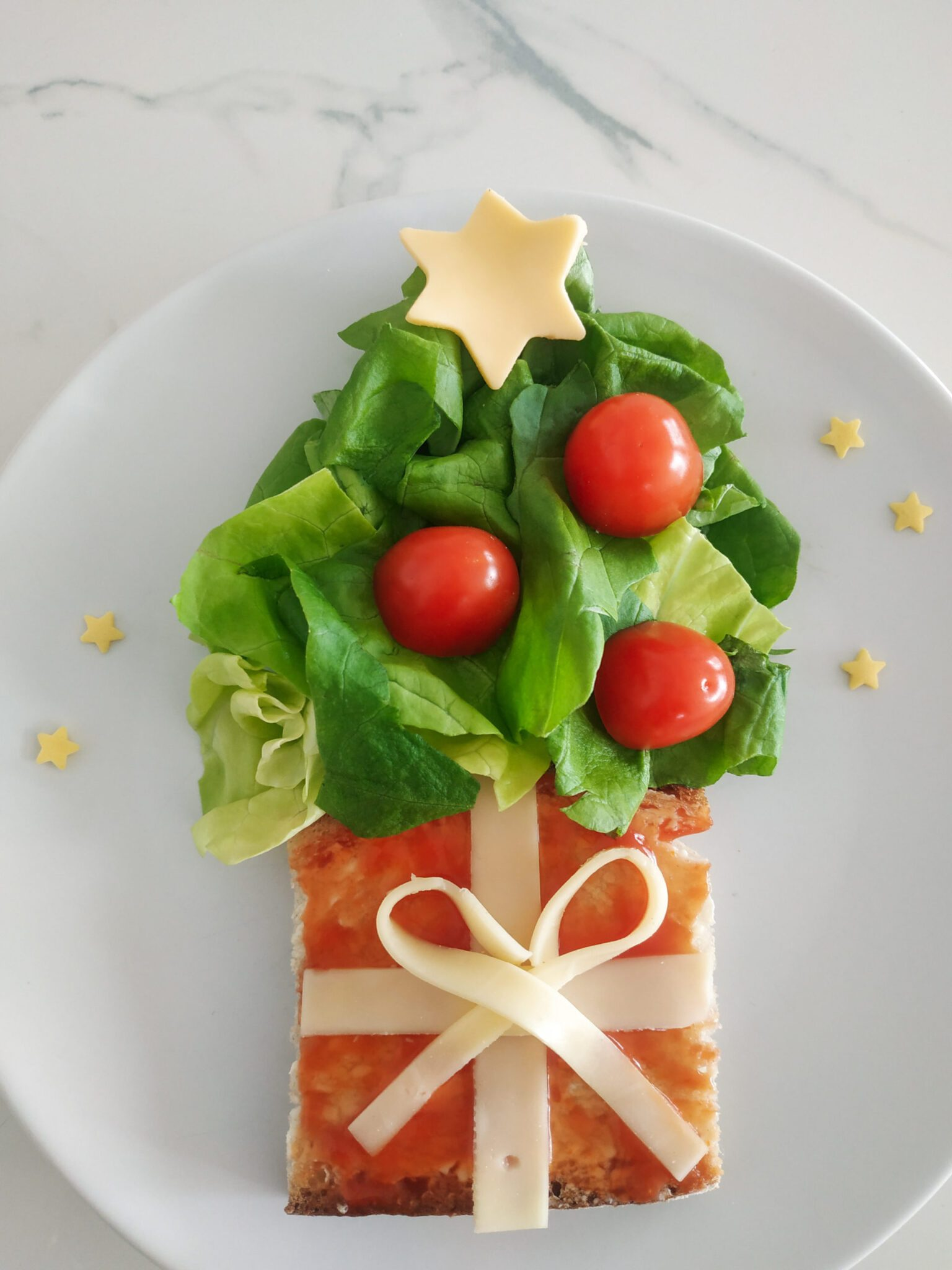 kanapka choinka z prezentem